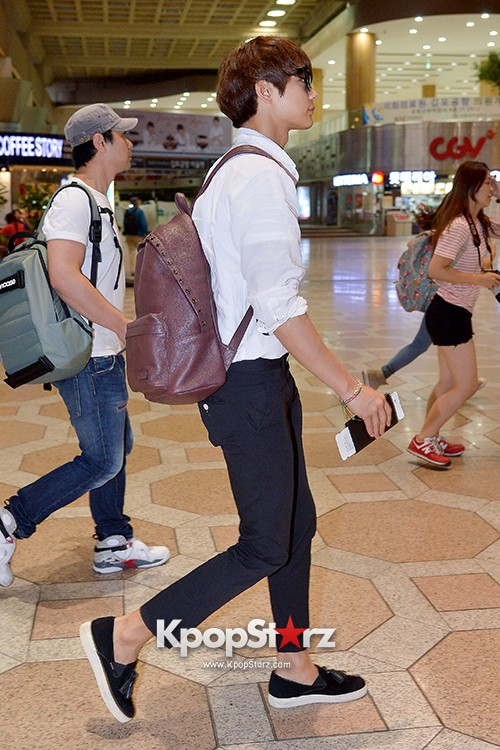 SHINee's Minho at Gimpo Airport Heading to Japan for a Fan Meetingkey=>6 count9