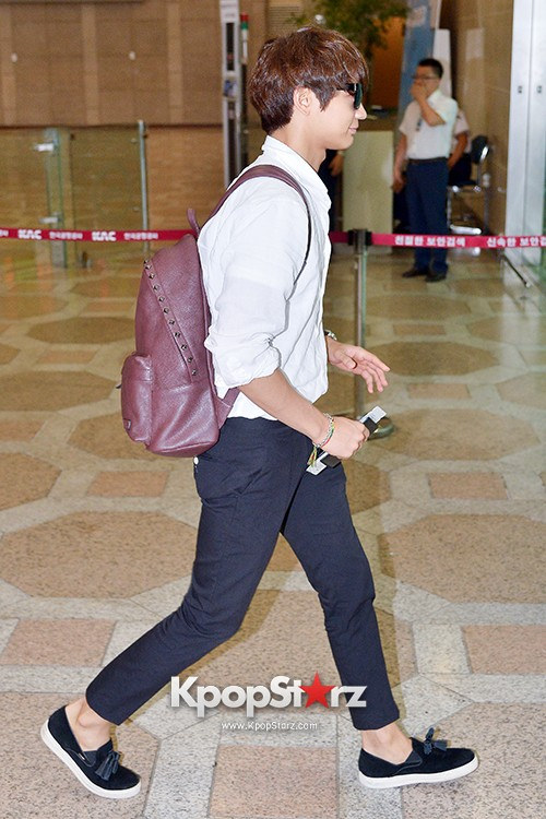 SHINee's Minho at Gimpo Airport Heading to Japan for a Fan Meetingkey=>8 count9
