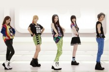 f(x)'s New Album 'Electric Shock' Tops iTunes Chart in US and Canada