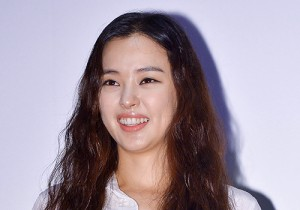 Lee Ha Nui Attends Tazza 2 Stage Greeting Event