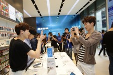 WINNER Meets Fans And Promotes Samsung In Singapore [PHOTOS]