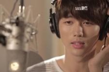 2AM's Seulong Gives A Song To GLAM's Trinity As A Gift