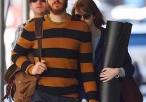 Emma Stone and boyfriend Andrew Garfield hiding from the paparazzi