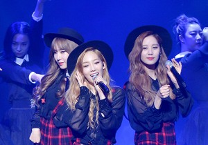 Girls' Generation TTS[TaeTiSeo] 2nd Mini Album 'Holler' Comeback Showcase - Twinkle