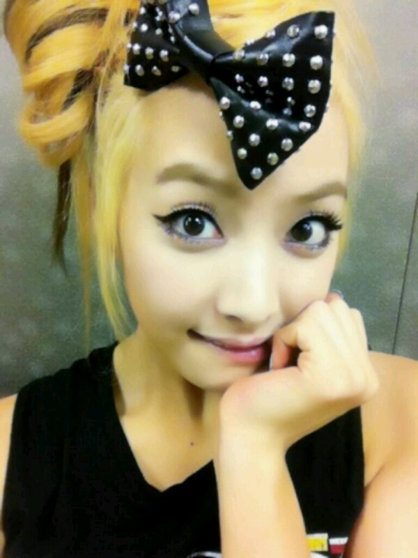 f(x) Victoria Huge Ribbon And Big Eyes, Self-Photokey=>0 count1