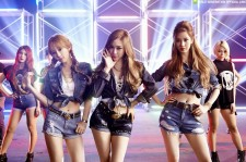 TaeTiSeo 'Holler' MV denim outfits