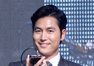 Jung Woo Sung and Esom at a Movie 'Madame Ppaengdeok' Showcase at Yeongdungpo's Time Square