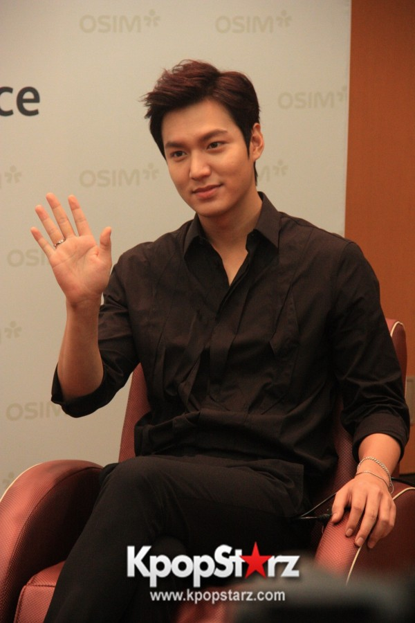 Lee Min Ho Attends Fan Meet & Greet Session with OSIM uDiva in Malaysia - Sept 28, 2014 [PHOTOS]key=>6 count25