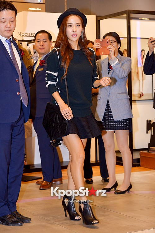 Jo Yeo Jung Visits Lotte Department Store 2econd Floor key=>1 count11