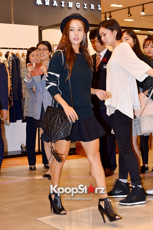 Jo Yeo Jung Visits Lotte Department Store 2econd Floor key=>2 count11