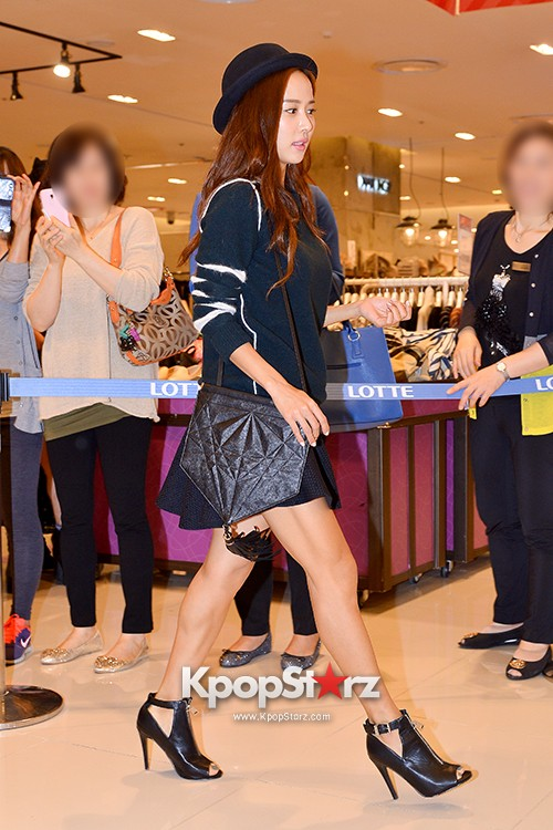 Jo Yeo Jung Visits Lotte Department Store 2econd Floor key=>3 count11