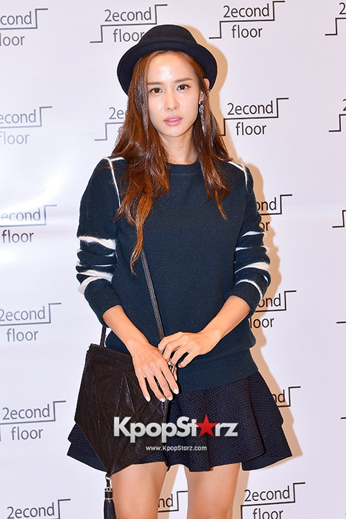 Jo Yeo Jung Visits Lotte Department Store 2econd Floor key=>0 count11