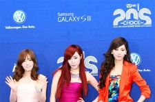 The two ladies of SM Entertainment Tiffany and SES Eugene flaunted off their lovely looks.
