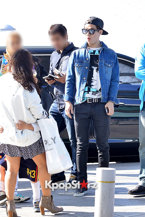 Henry at ICN Departing to Taiwan for Samsung Charity Concert key=>3 count27