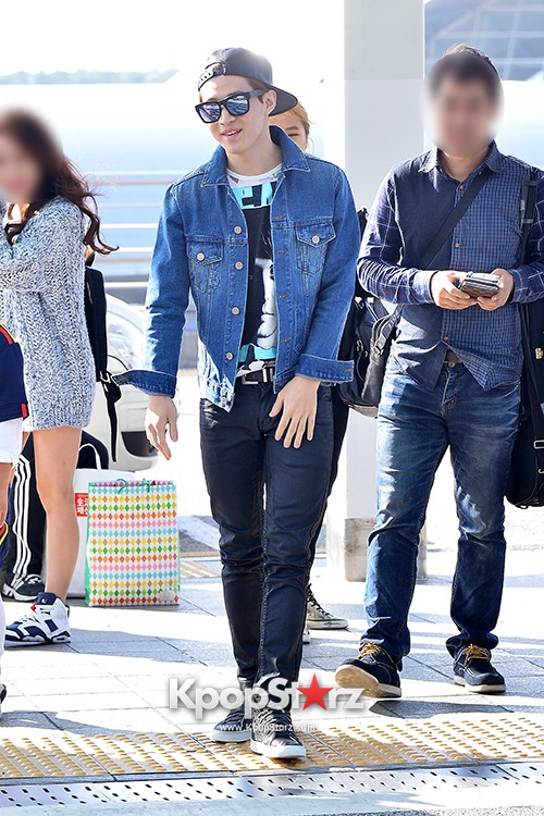Henry at ICN Departing to Taiwan for Samsung Charity Concert key=>13 count27