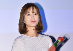 Jung Yu Mi Attends Manhole Stage Greeting Event