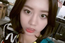 hyeri doll-like selfie