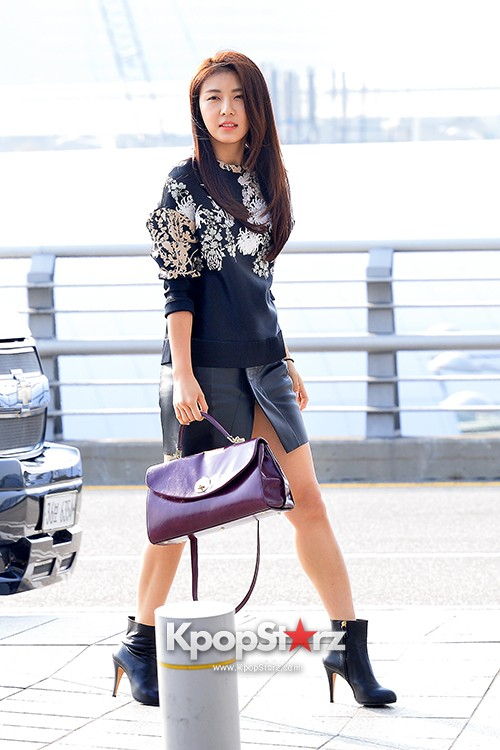 Ha Ji Won at Incheon Airport Heading to Taiwankey=>13 count15
