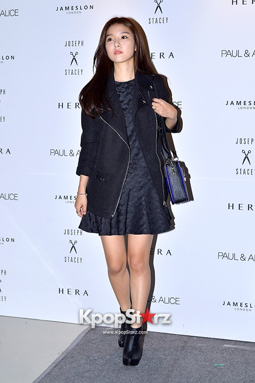Kim So Eun and Oh Cho Hee at 2015 SS Seoul Fashion Week, Joo Ho Sunkey=>1 count27