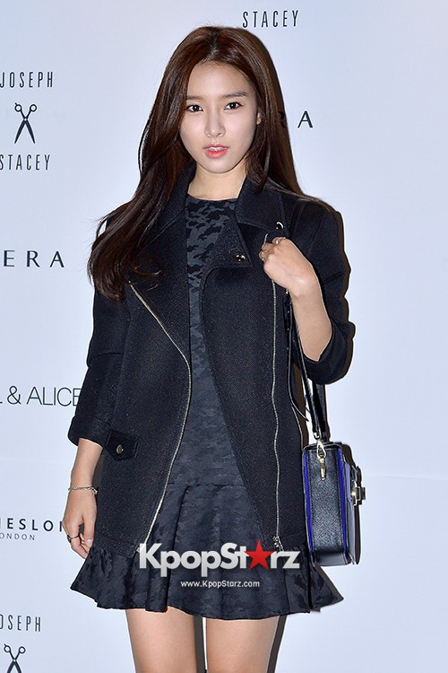 Kim So Eun and Oh Cho Hee at 2015 SS Seoul Fashion Week, Joo Ho Sunkey=>4 count27