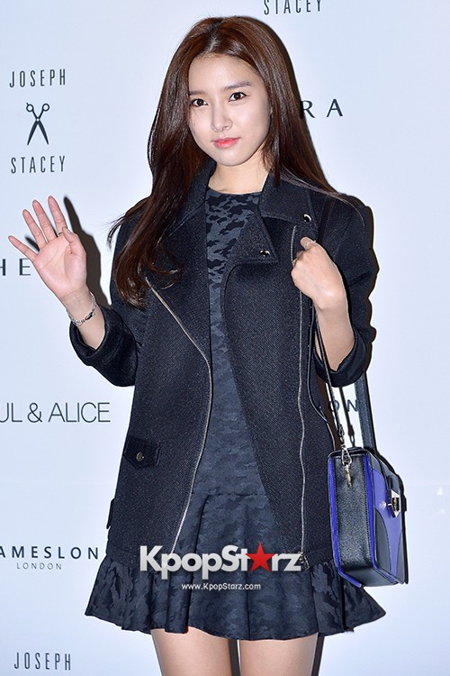 Kim So Eun and Oh Cho Hee at 2015 SS Seoul Fashion Week, Joo Ho Sunkey=>5 count27