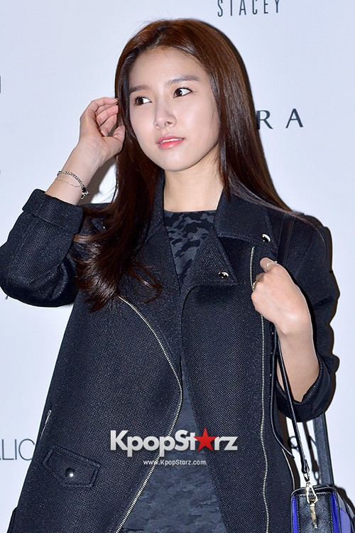 Kim So Eun and Oh Cho Hee at 2015 SS Seoul Fashion Week, Joo Ho Sunkey=>7 count27