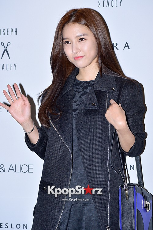 Kim So Eun and Oh Cho Hee at 2015 SS Seoul Fashion Week, Joo Ho Sunkey=>8 count27