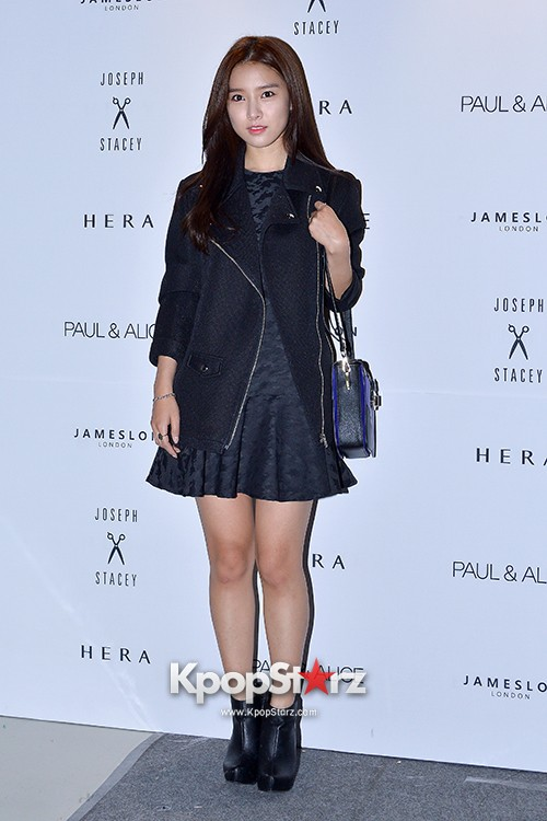 Kim So Eun and Oh Cho Hee at 2015 SS Seoul Fashion Week, Joo Ho Sunkey=>9 count27