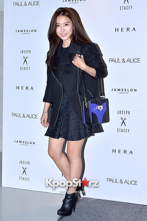 Kim So Eun and Oh Cho Hee at 2015 SS Seoul Fashion Week, Joo Ho Sunkey=>13 count27