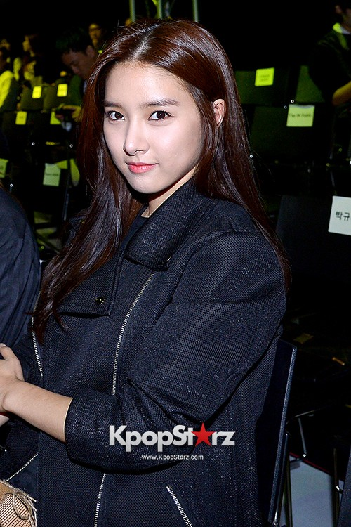 Kim So Eun and Oh Cho Hee at 2015 SS Seoul Fashion Week, Joo Ho Sunkey=>14 count27