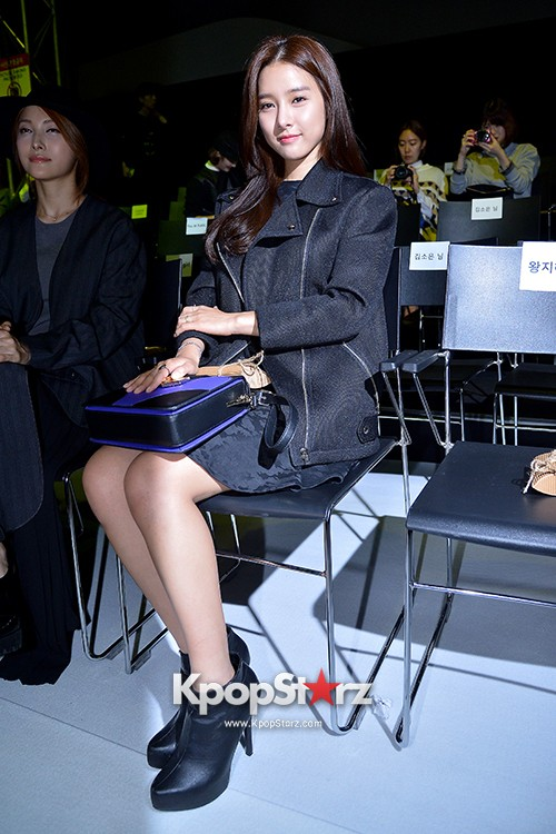 Kim So Eun and Oh Cho Hee at 2015 SS Seoul Fashion Week, Joo Ho Sunkey=>15 count27