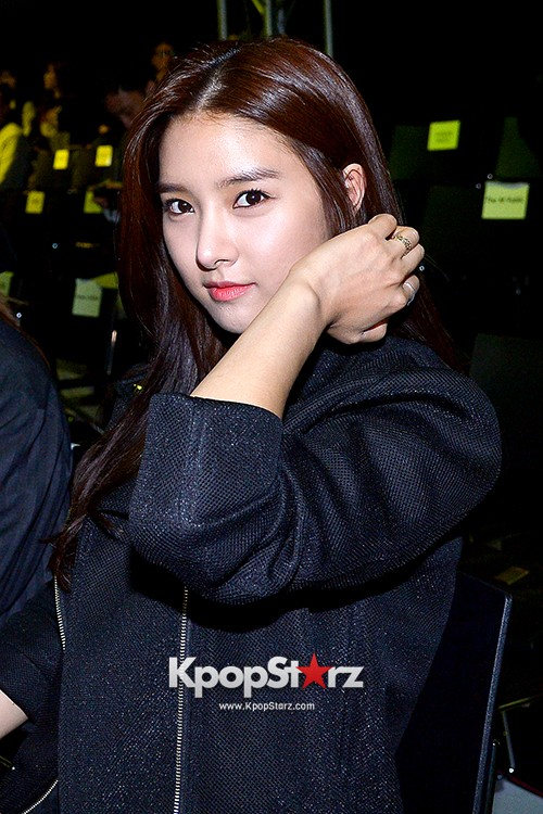 Kim So Eun and Oh Cho Hee at 2015 SS Seoul Fashion Week, Joo Ho Sunkey=>16 count27