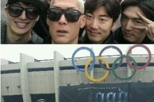 G.O.D Takes A Picture In Front Of Jamsil Stadium For Their Encore Concert