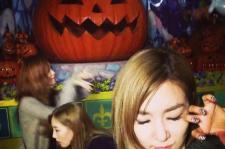 taetiseo halloween selfie