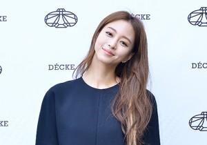 Han Ye Seul Visits DECKE Store