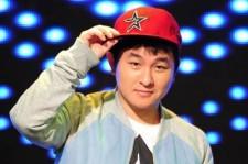 Singer Huh Gak Injures His Right Achilles Tendon