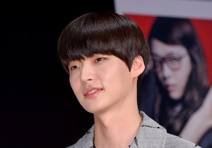 Film Fashion King's Ahn Jae Hyeon Meets with His Fans in Duksung Women't University