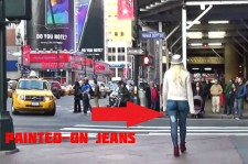 Woman Walks Through New York Without Pants