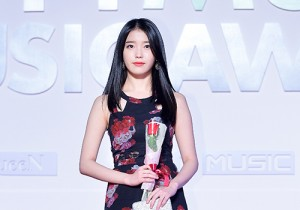 IU Attends MBC Music 2014 MelOn Music Awards