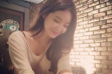 davichi kang min kyung lovely picture at a cafe