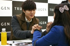 Top 5 Korean Stars Who Are Nicest To Their Fans