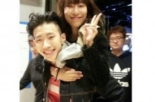jay park with lee sae young on his back