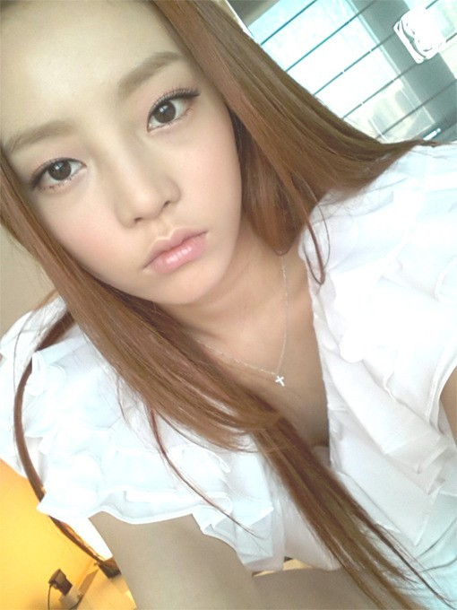 KARA's Goo Hara Still Looks Sexy While Zoning Out?key=>0 count1