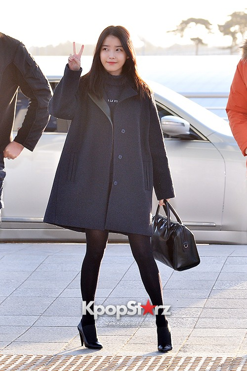 IU at Incheon International Airport Leaving for 2014 MAMA in Hong Kong key=>1 count10