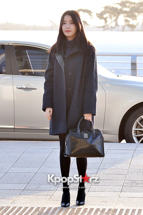 IU at Incheon International Airport Leaving for 2014 MAMA in Hong Kong key=>4 count10