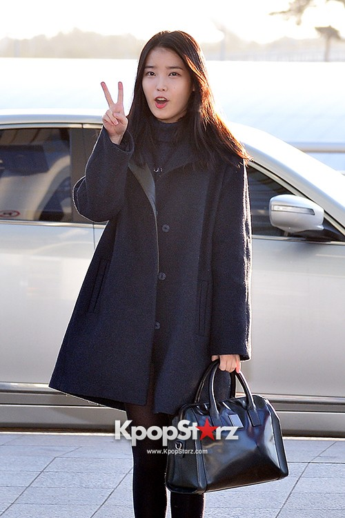 IU at Incheon International Airport Leaving for 2014 MAMA in Hong Kong key=>7 count10