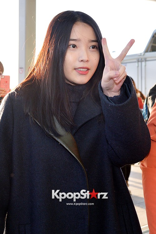 IU at Incheon International Airport Leaving for 2014 MAMA in Hong Kong key=>8 count10