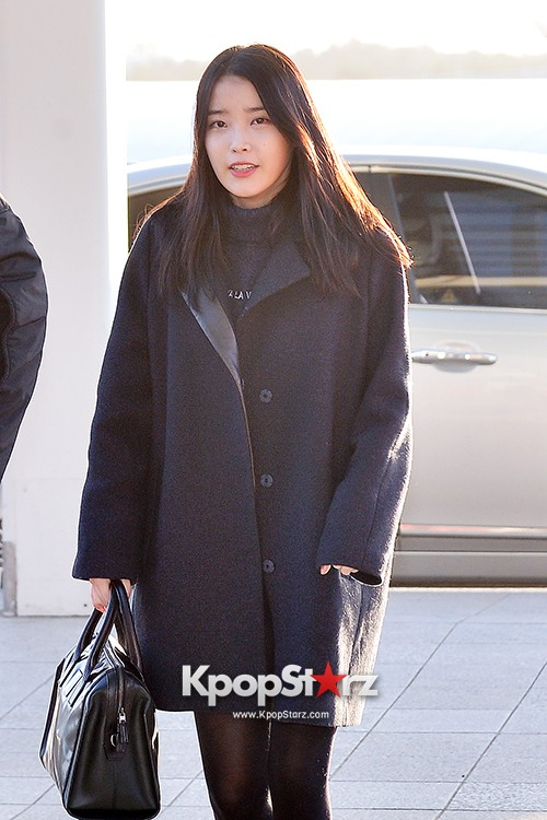 IU at Incheon International Airport Leaving for 2014 MAMA in Hong Kong key=>9 count10