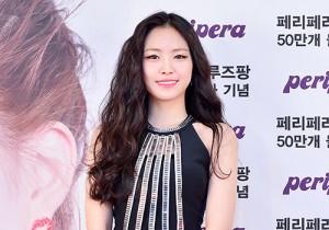 A Pink's Son Naeun at Peripera Event