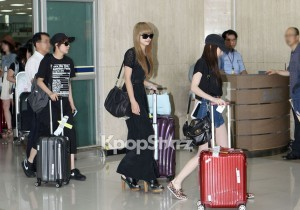 f(x) Victoria's Sexy Silhouette with Black One Piece Dress at Kimpo Airport after 'SMTOWN Live Tour in Tokyo'